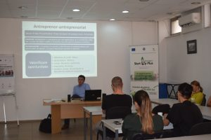 """A început o nouă serie a cursului de """"Competențe antreprenoriale"""", la Bistrița"""